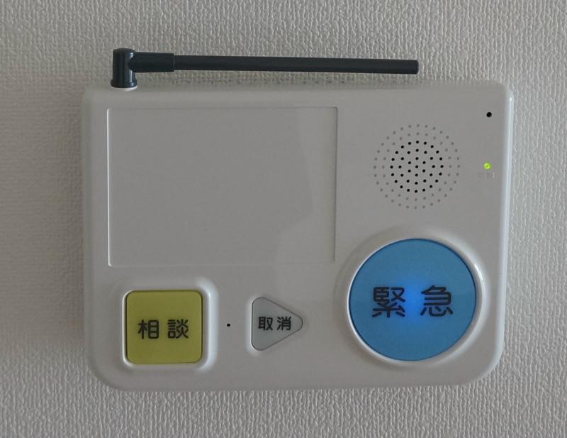 緊急通報装置、釦を押しますと24時間365日ボタンを押すと1Fの生活相談員に繋がります。