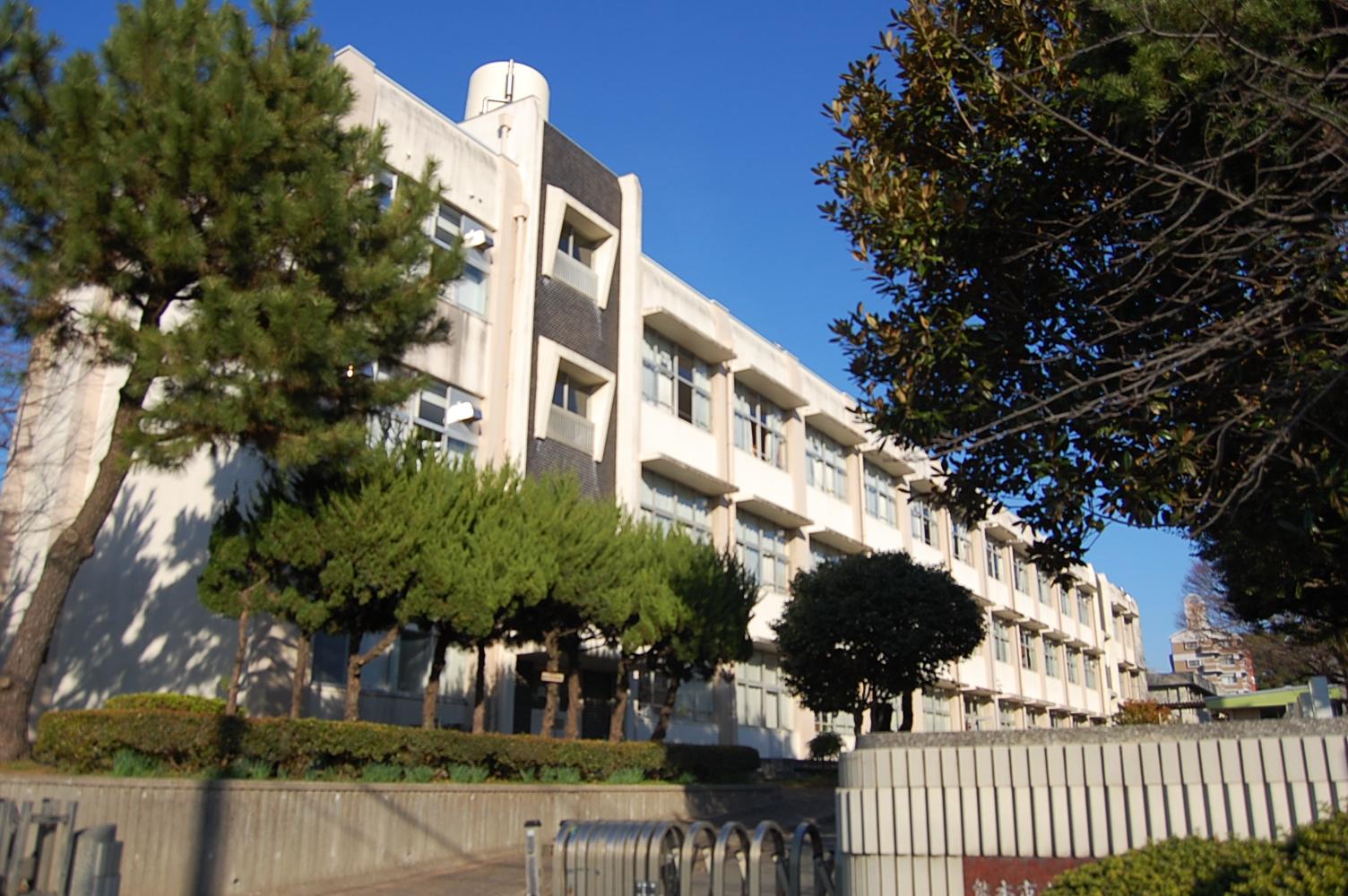 小学校:熊本市立健軍小学校 331m