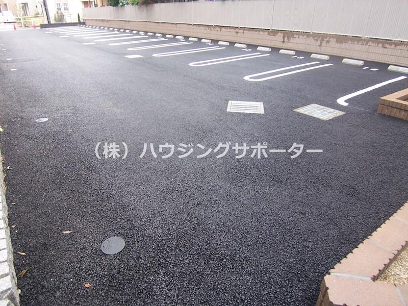 北側の駐車場です