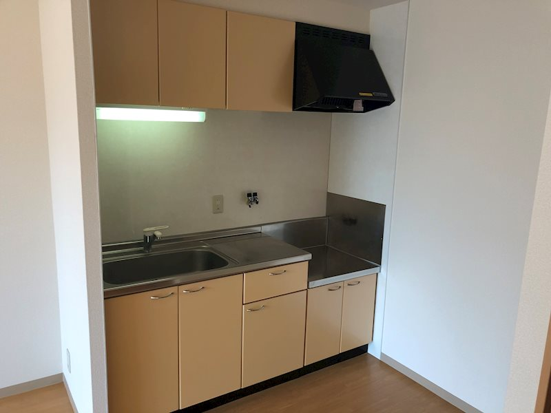 キッチン前スペースが広く調理がしやすいです!