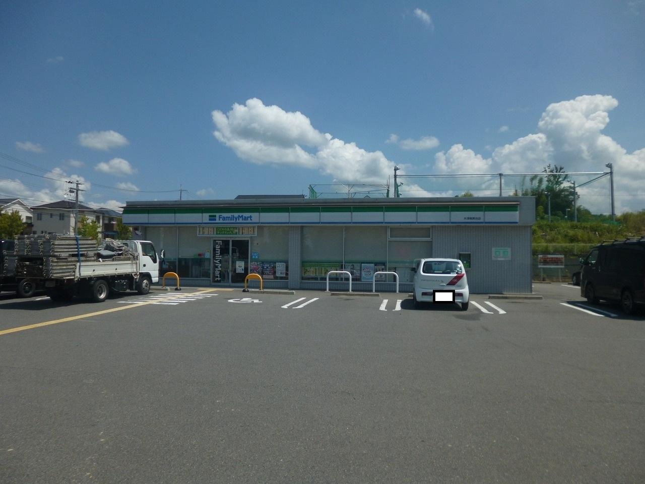 コンビ二:ファミリーマート 木津梅美台店 1184m
