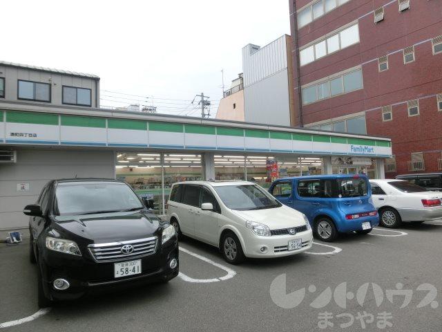 コンビ二:ファミリーマート 湊町四丁目店 423m
