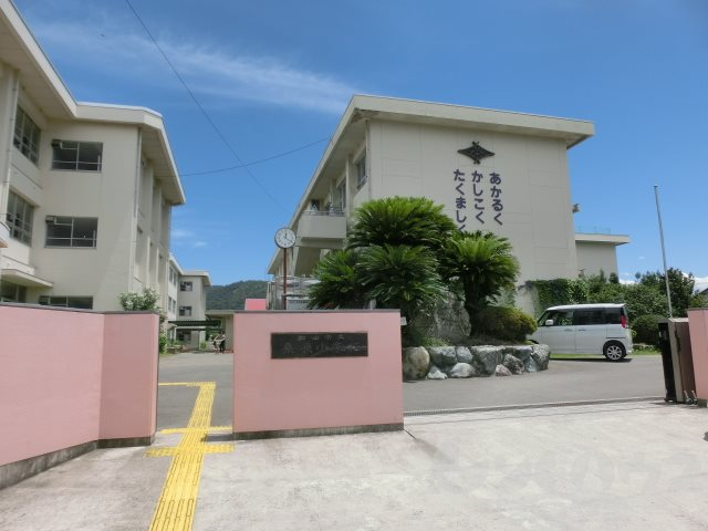 小学校:松山市立桑原小学校 587m