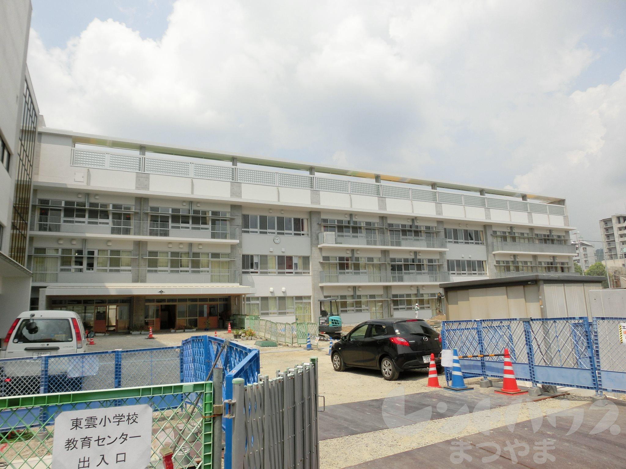 小学校:松山市立東雲小学校 1308m