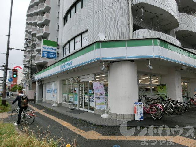コンビ二:ファミリーマート 松山本町六丁目店 2m
