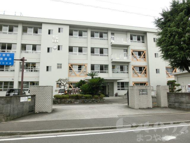 中学校:松山市立拓南中学校 623m