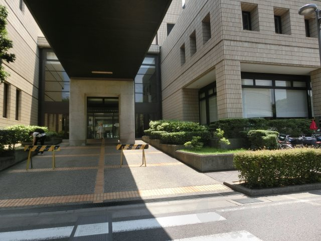 図書館:松山市立中央図書館 162m