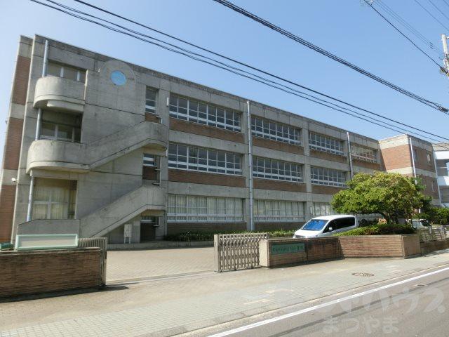 小学校:松山市立みどり小学校 1458m