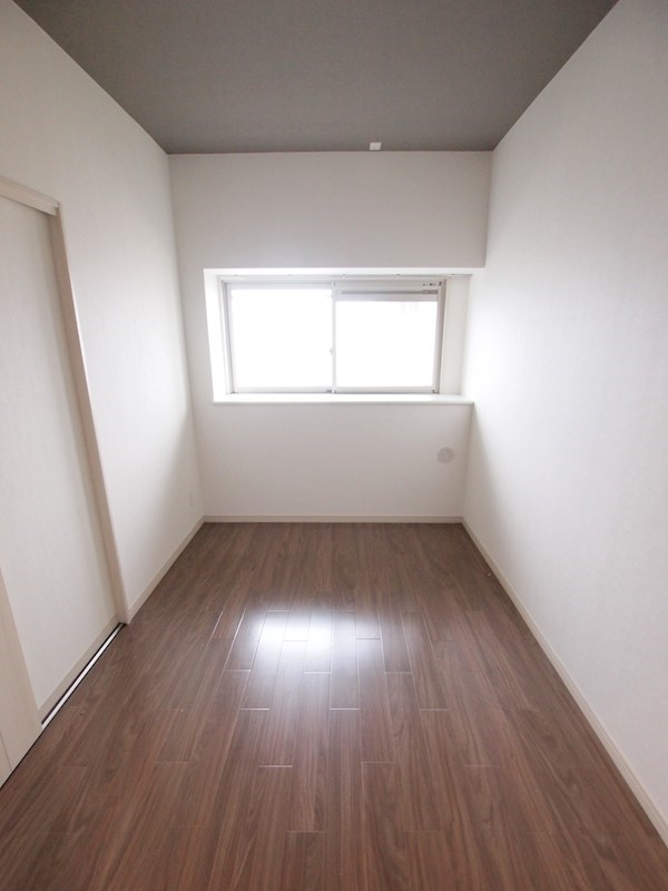出窓もある明るい空間です。