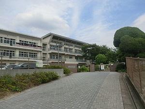 中学校:北九州市立尾倉中学校 781m