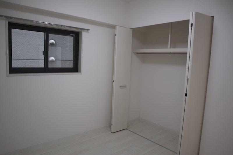 エアコン装備のベッドルーム。