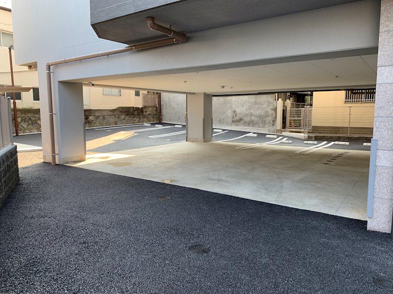 屋内駐車場もあります。