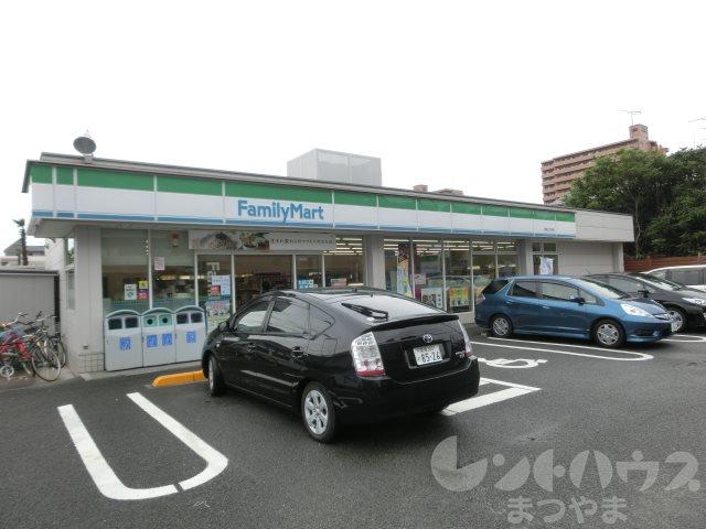 コンビ二:ファミリーマート 岩崎二丁目店 323m