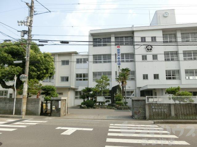 中学校:松山市立雄新中学校 1671m