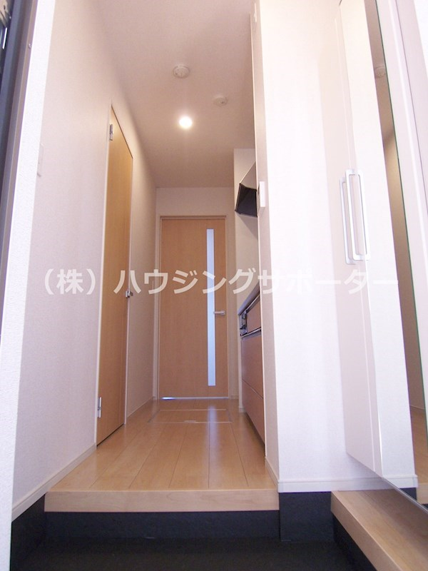 室内写真は当物件103号室です。1号室は居室側面に小さい間取り、2・4号室は左右反転です
