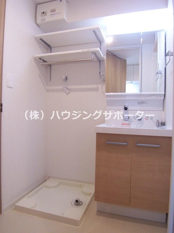 洗面台、トイレ、バスの位置関係は階数により違い(左右反転)あります。現地ご確認ください