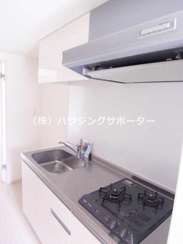 ガス2口のキッチンで作業スペースもあります