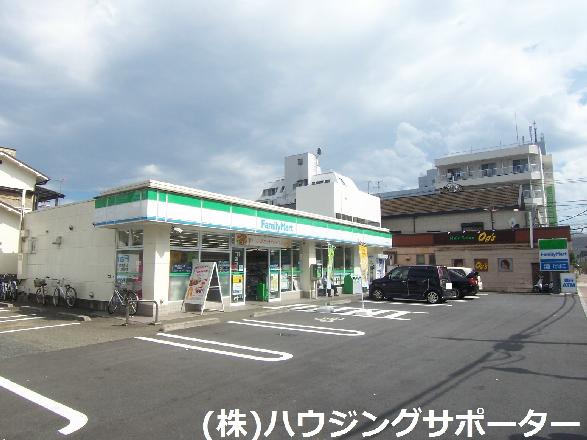 コンビ二:ファミリーマート 北野駅前通り店 445m