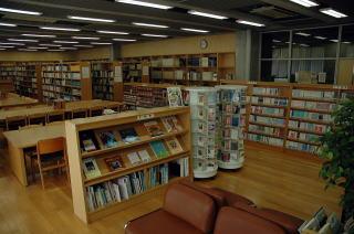 図書館:世田谷区立粕谷図書館 183m