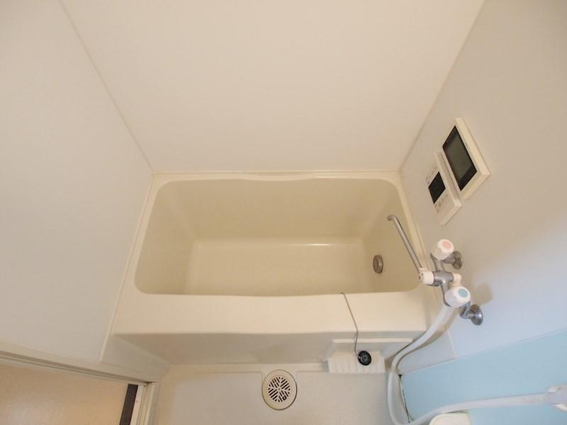浴槽はこんな感じです。
