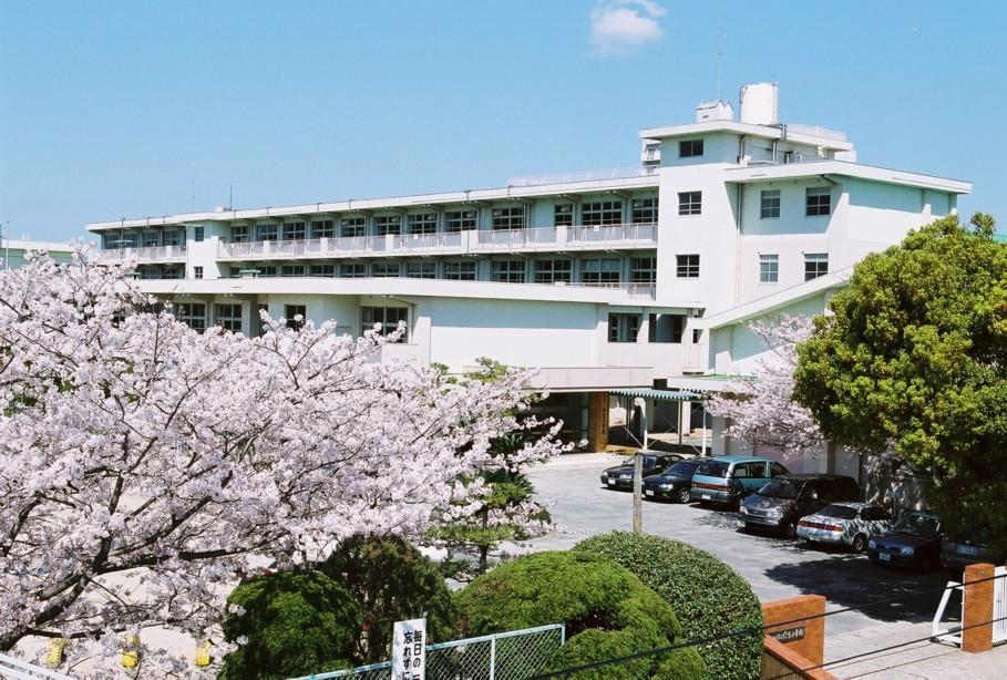 小学校:北九州市立穴生小学校 514m