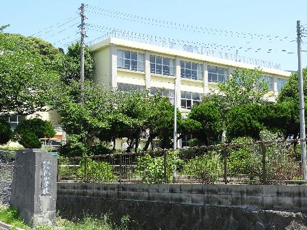 小学校:水巻町立杁小学校 1627m