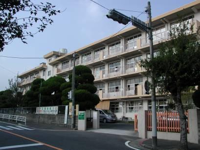 小学校:北九州市立朽網小学校 689m
