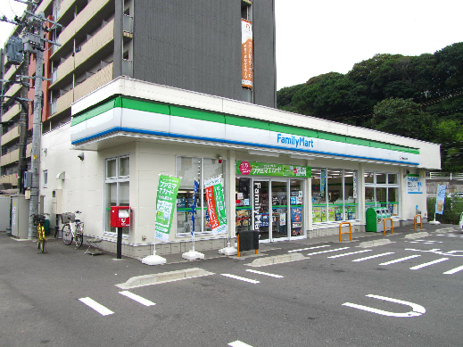コンビ二:ファミリーマート 折尾堀川町店 587m