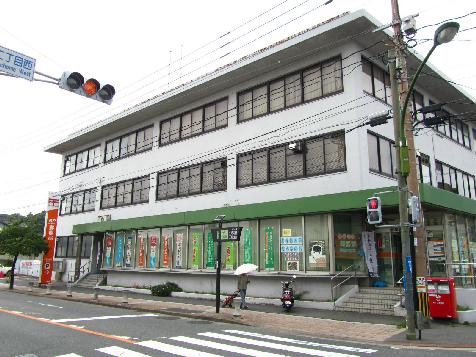 郵便局:折尾丸尾町郵便局 663m 近隣