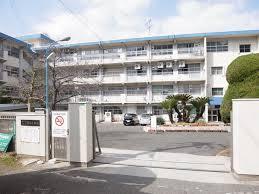 中学校:北九州市立霧ヶ丘中学校 1051m