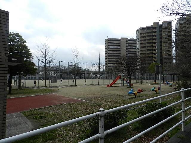 公園:大手町公園 496m
