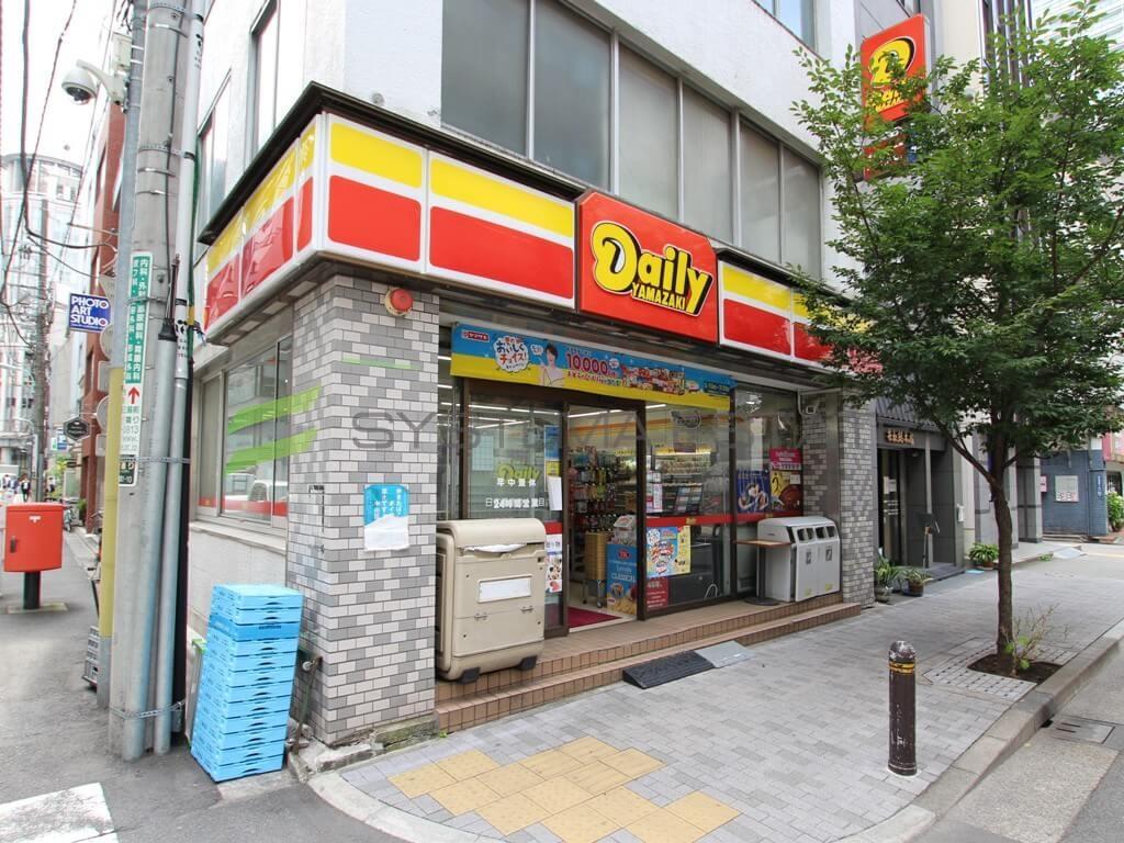 コンビ二:デイリーヤマザキ 日本橋室町1丁目店 104m