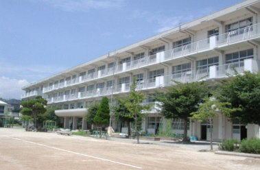 小学校:北九州市立沼小学校 523m
