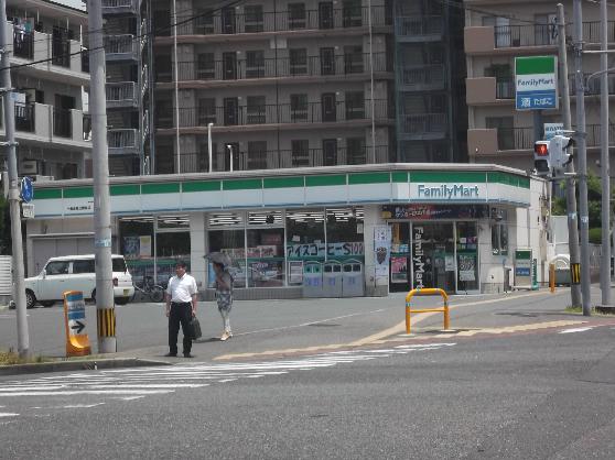 コンビ二:ファミリーマート 小倉企救丘駅前店 606m