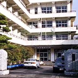 小学校:北九州市立曽根小学校 654m