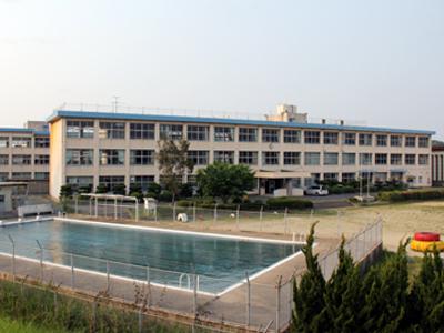 小学校:中間市立中間小学校 522m