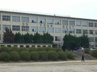 中学校:中間市立中間中学校 2385m