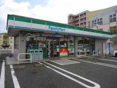コンビ二:ファミリーマート 八幡田町店 357m