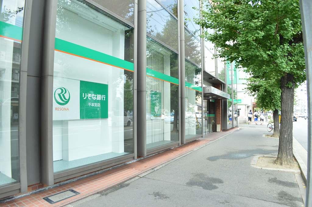銀行:りそな銀行 千本支店 304m