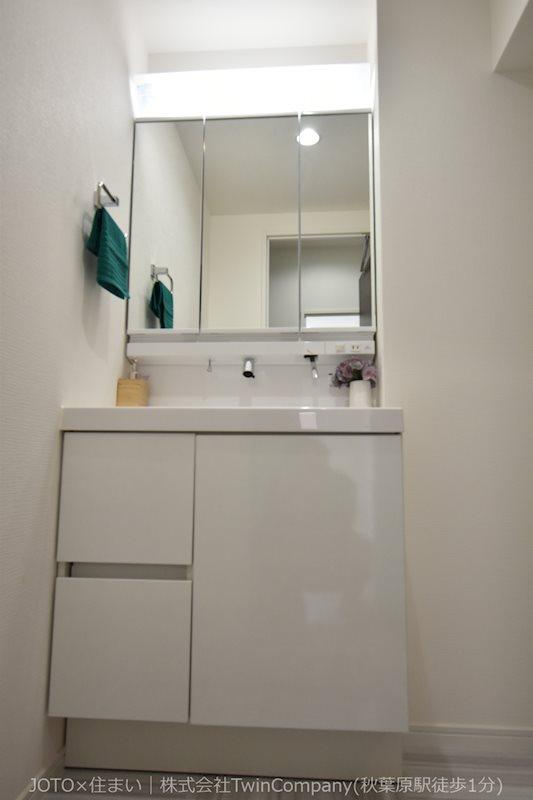 シャワー水栓付の洗面化粧台で、快適に毎日の身支度を。