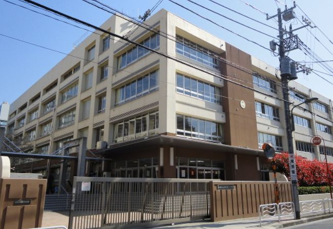 中学校:江東区立深川第三中学校 972m