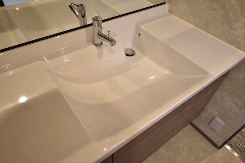 広くて使いやすい洗面台