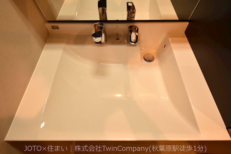 シンプルなデザインの洗面台です