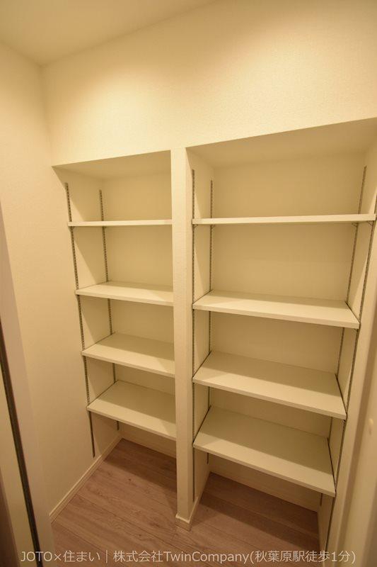便利な可動棚で置く物も選びません