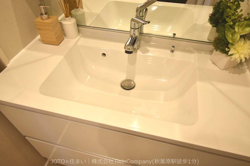 ゆとりの洗面スペースで朝の身支度もスムーズに。