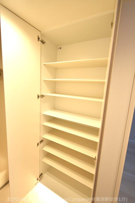 玄関/収納力のあるトールタイプのシューズボックスを設置