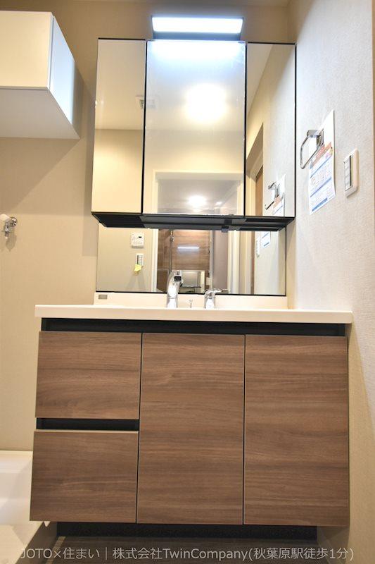 LIXIL製3面鏡付き洗面化粧台