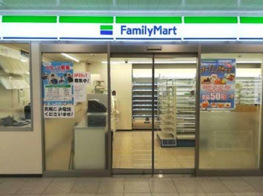 コンビ二:ファミリーマート 京成曳舟駅構内店 59m