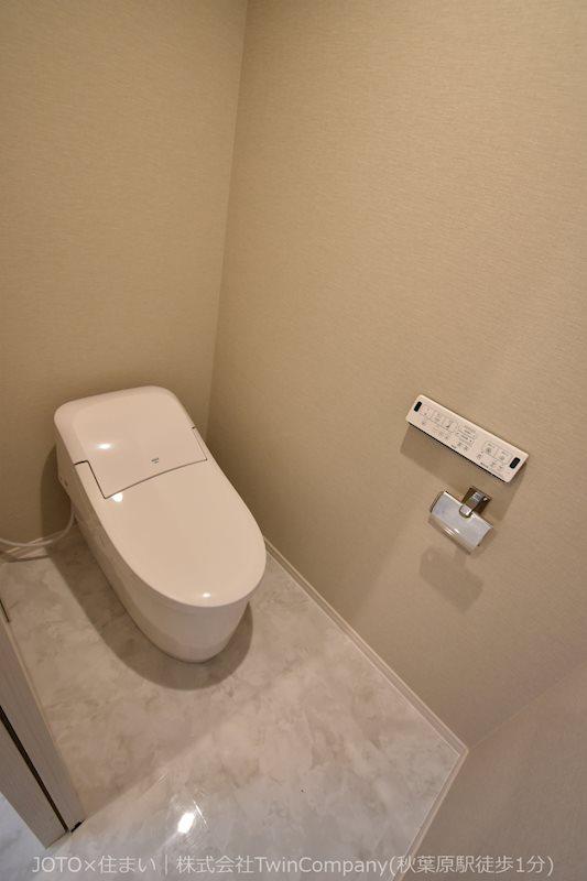 お手洗いも交換済み/快適な温水洗浄便座付きのタンクレストイレ