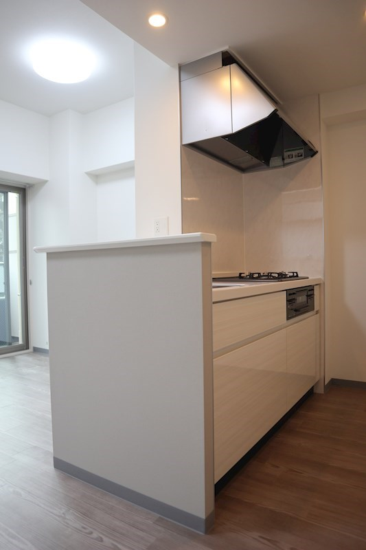 人気のカウンターキッチン。料理中も洋室まで目が届きやすいです。